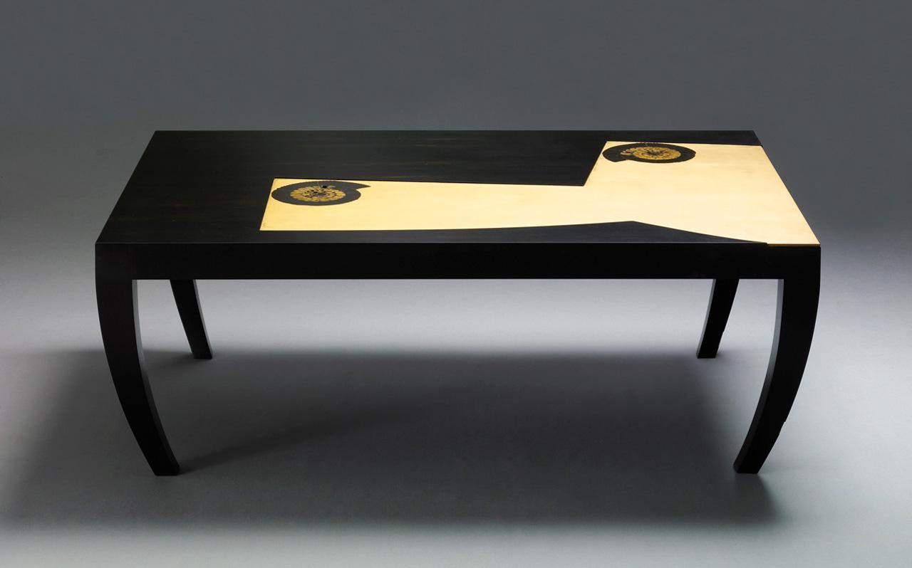 Tavolino in ebano gabon con ammoniti   giordano viganò