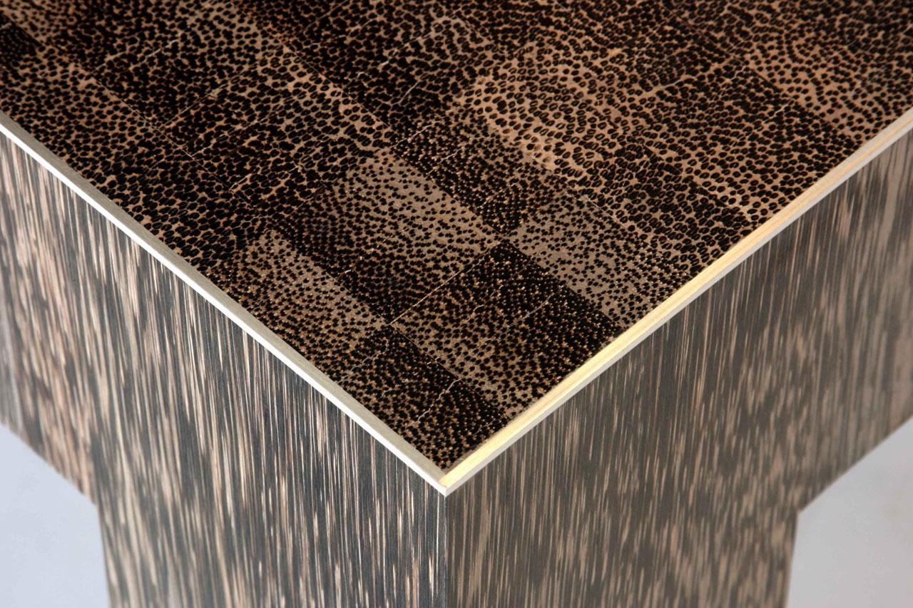 tavolo palma mosaico legno profilo argento particolare spigolo ...